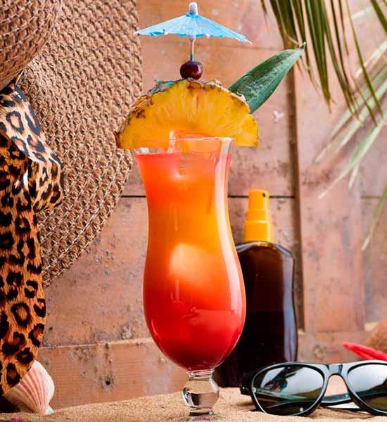 Andre tropiske drinks med frugt